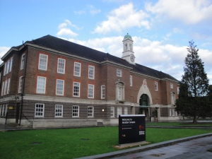 middlesex_university_hendon_campus_burroughs_entrance
